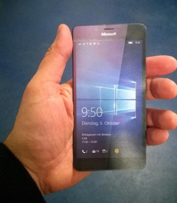 lumia-950-in-hand