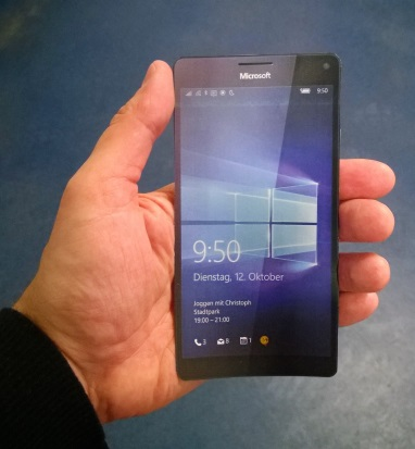 lumia-950XL-in-hand